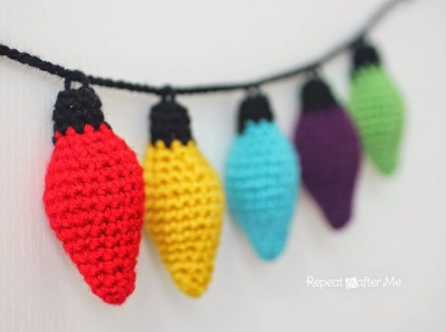 http://www.repeatcrafterme.com/2014/12/crochet-christmas-lights.html;